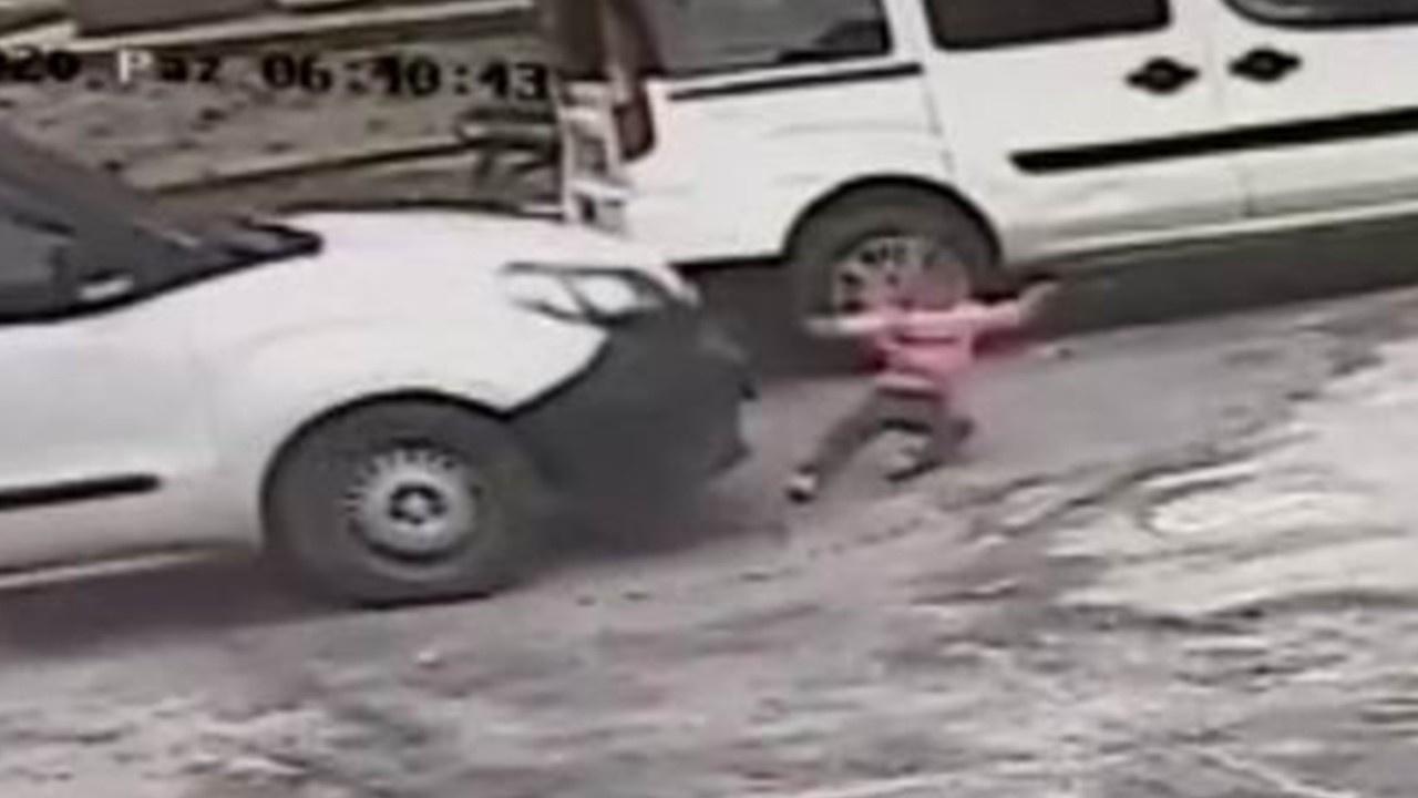 Ehliyetsiz sürücü 3 yaşındaki çocuğa çarpıp kaçtı