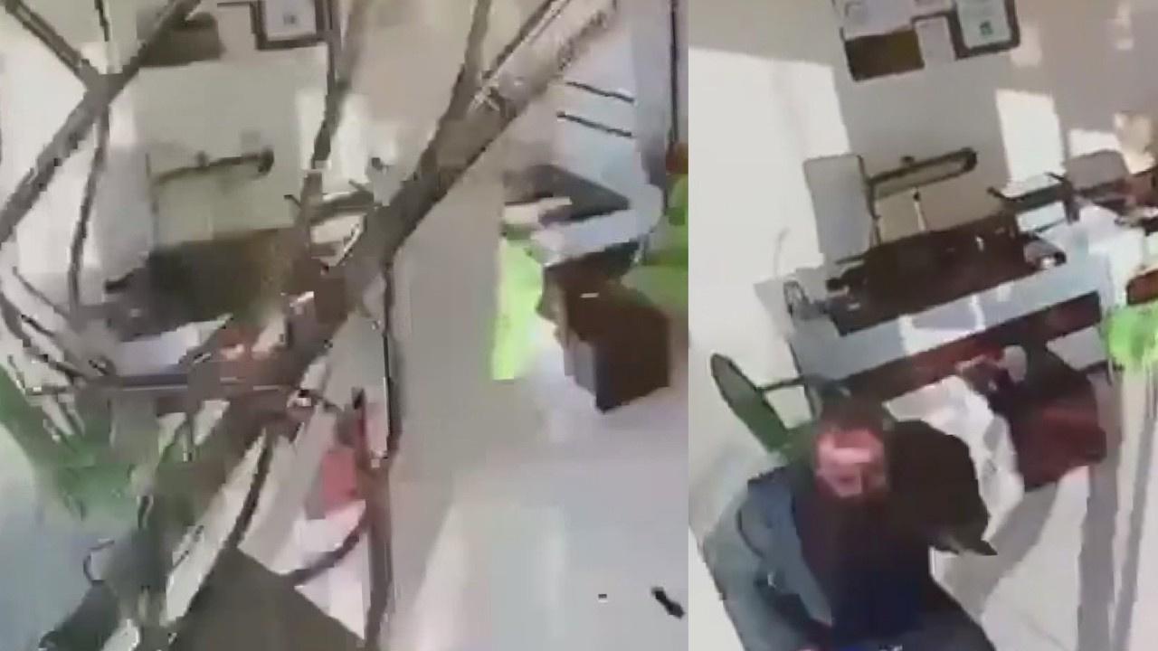 Deprem iş yeri kamerasına böyle yansıdı