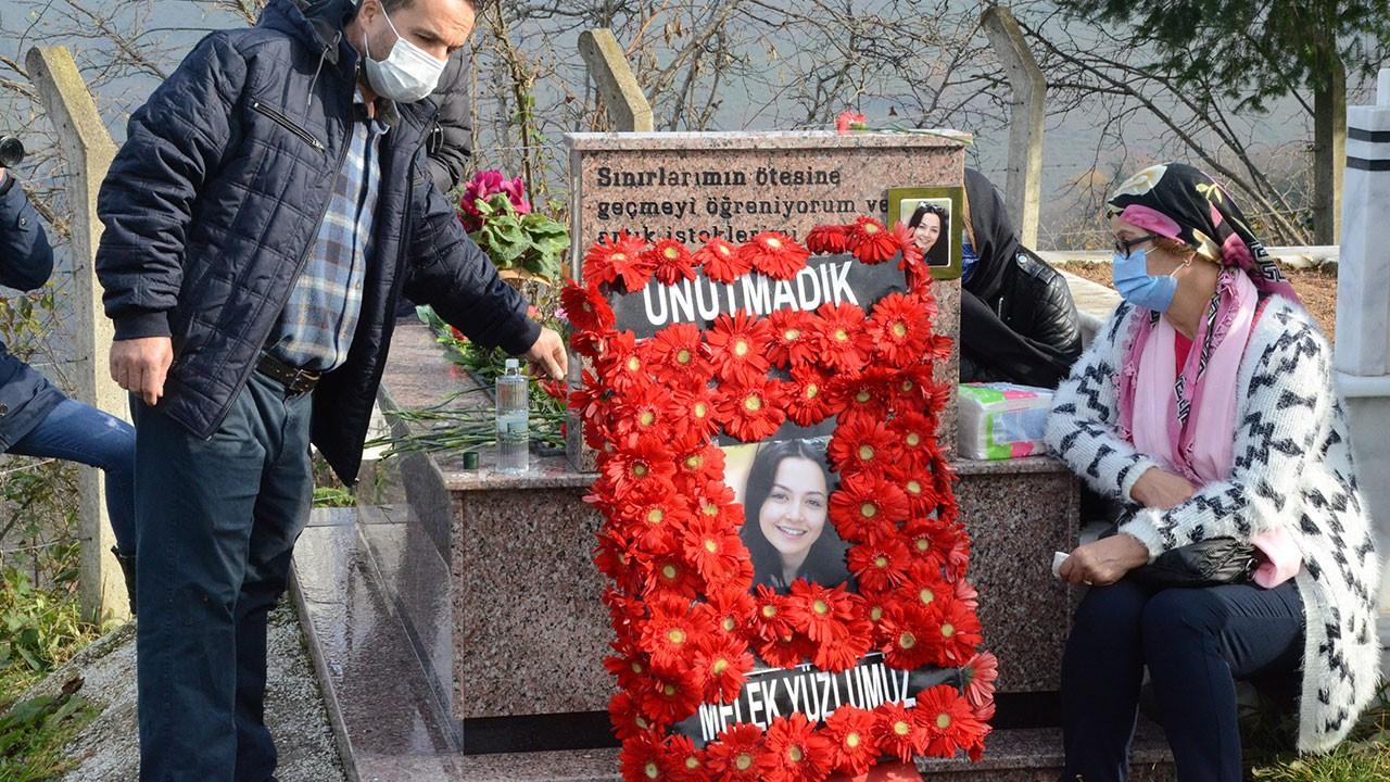Öldürülen Ceren Özdemir mezarında anıldı
