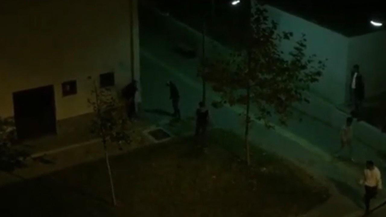 Duvarın arkasından polise 'Gel' diye bağırdı