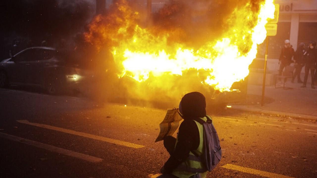 Fransa'da protestoda şiddet olayları patlak verdi