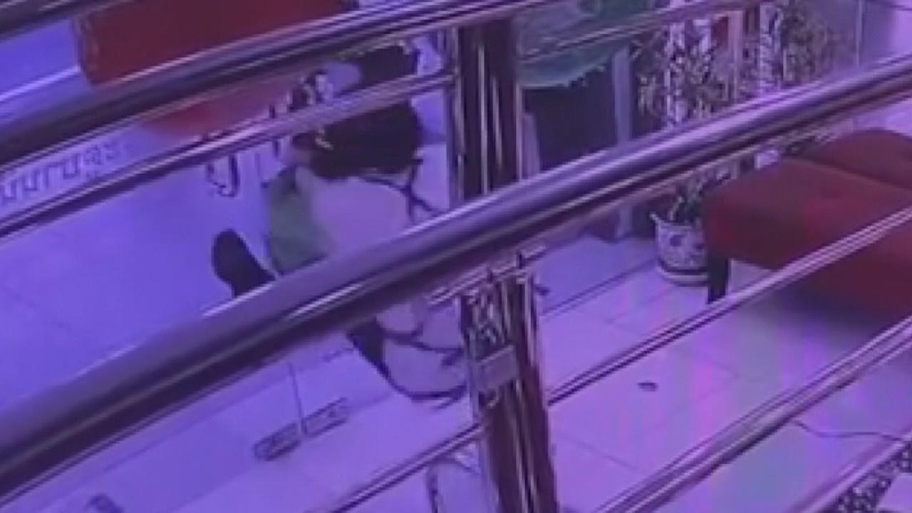 Tayland'da kuyumcu soygunu kamerada!