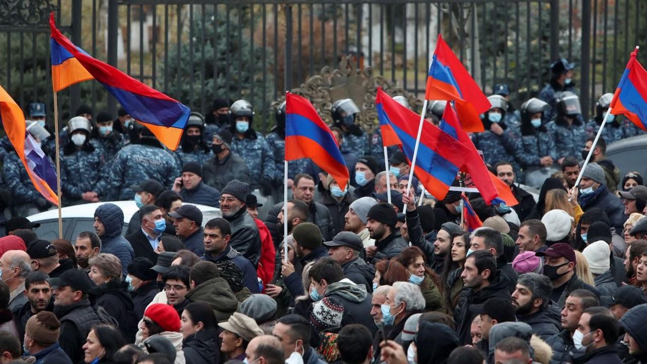 Azerbaycan'da kutlama Ermenistan'da kaos