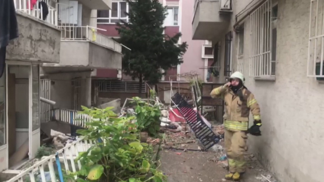 Avcılar'da 5 katlı binanın 3 balkonu çöktü!