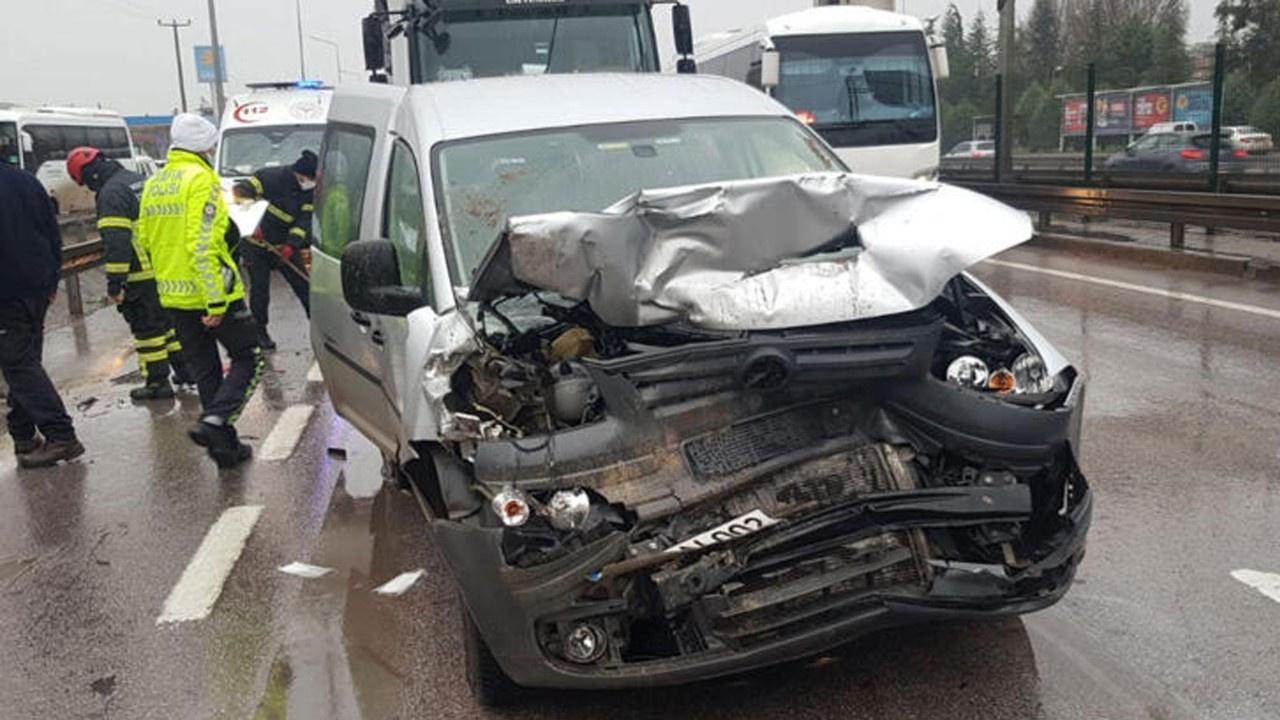 İzmit'te 5 araçlı zincirleme kaza: 8 yaralı