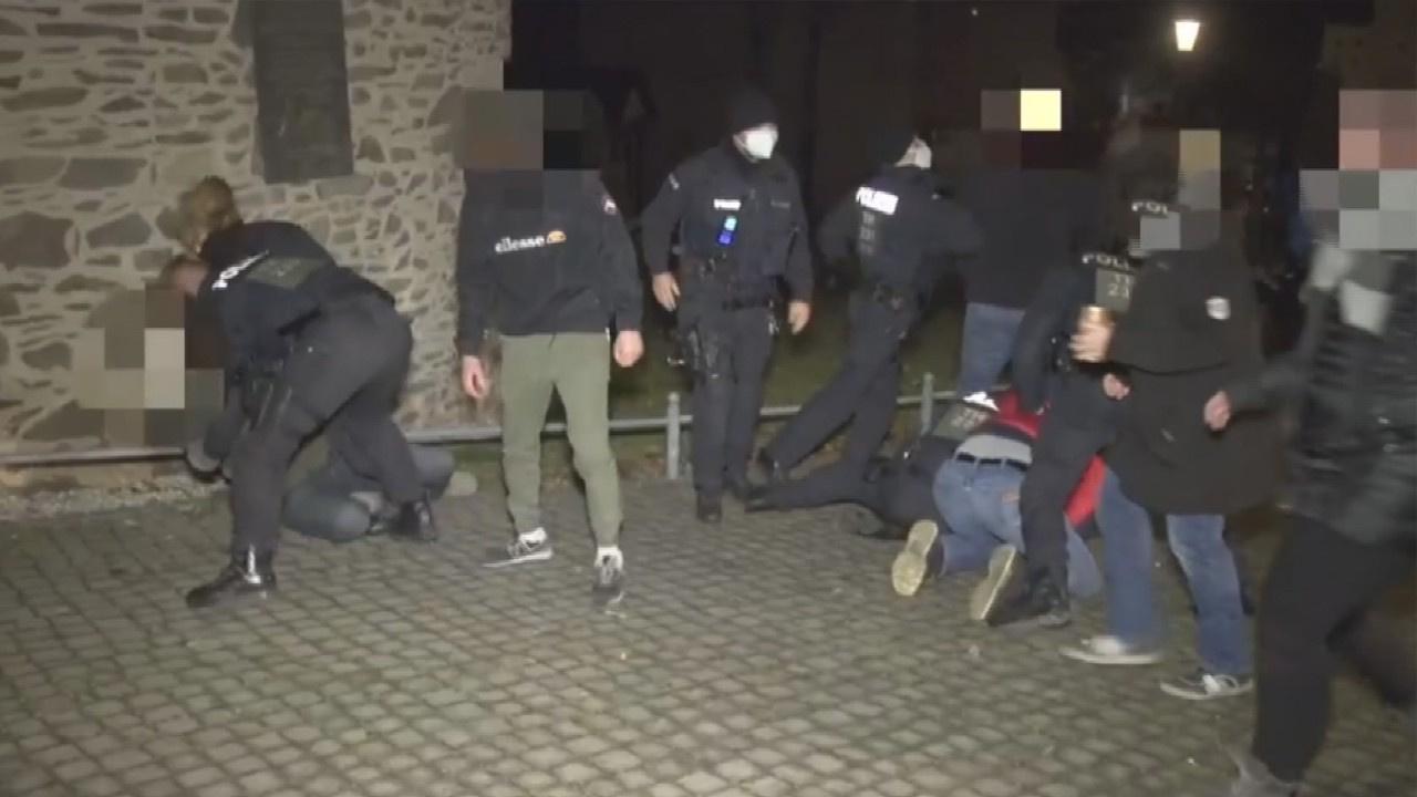 Kısıtlamaları hiçe sayanlara polis müdahalesi