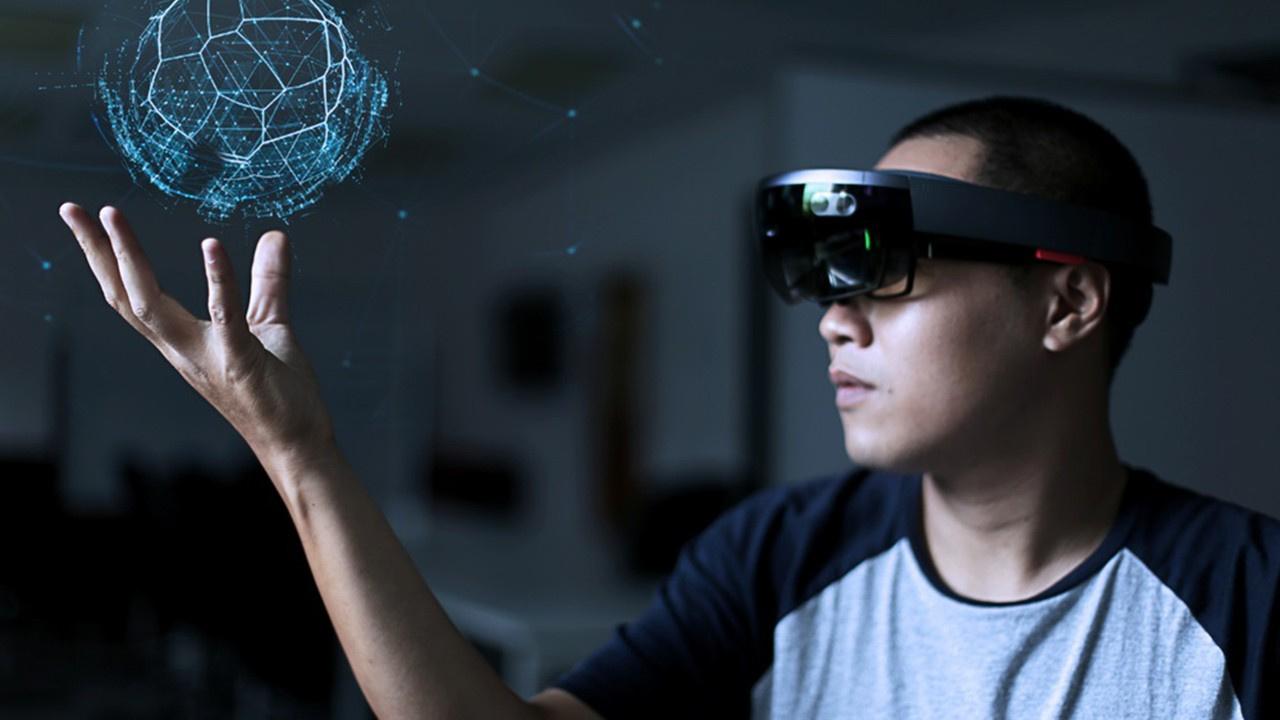 Liseli Arda tasarladı: Hologramlı uzaktan eğitim