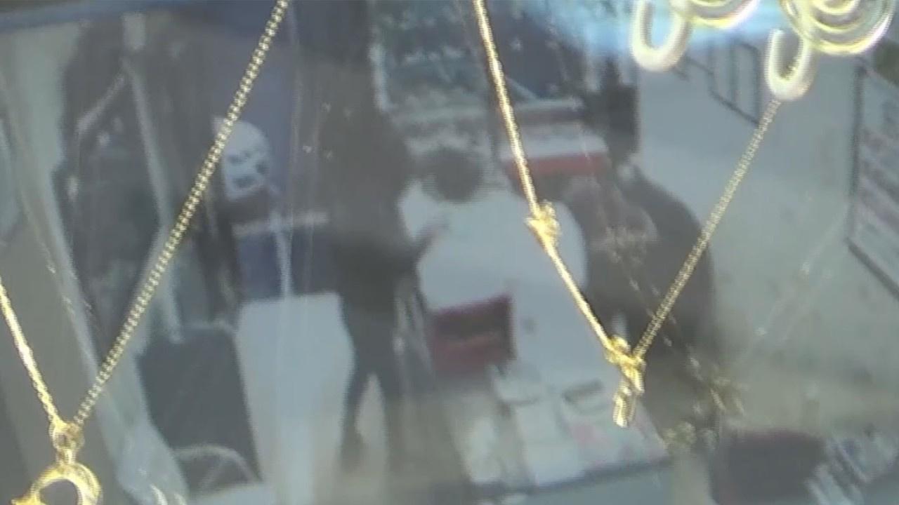 Kar maskeli soygun girişimi kamerada: 1 ölü