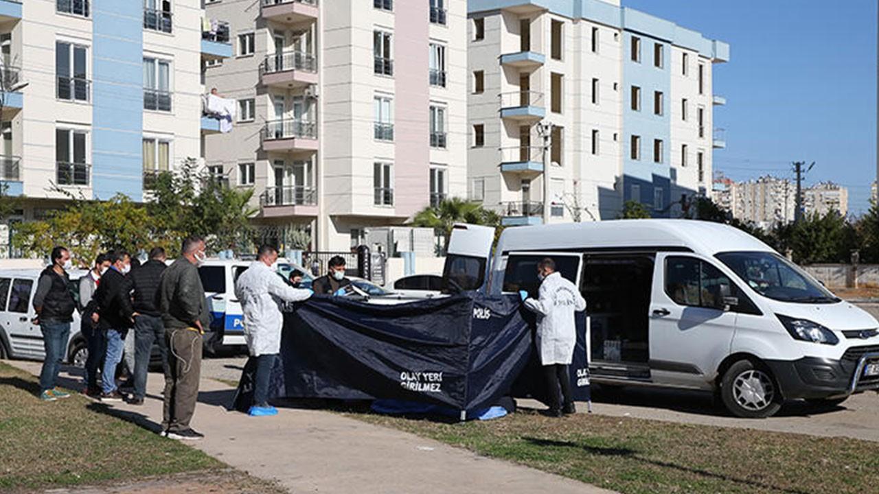 Antalya'da bir kişi parkta ölü bulundu