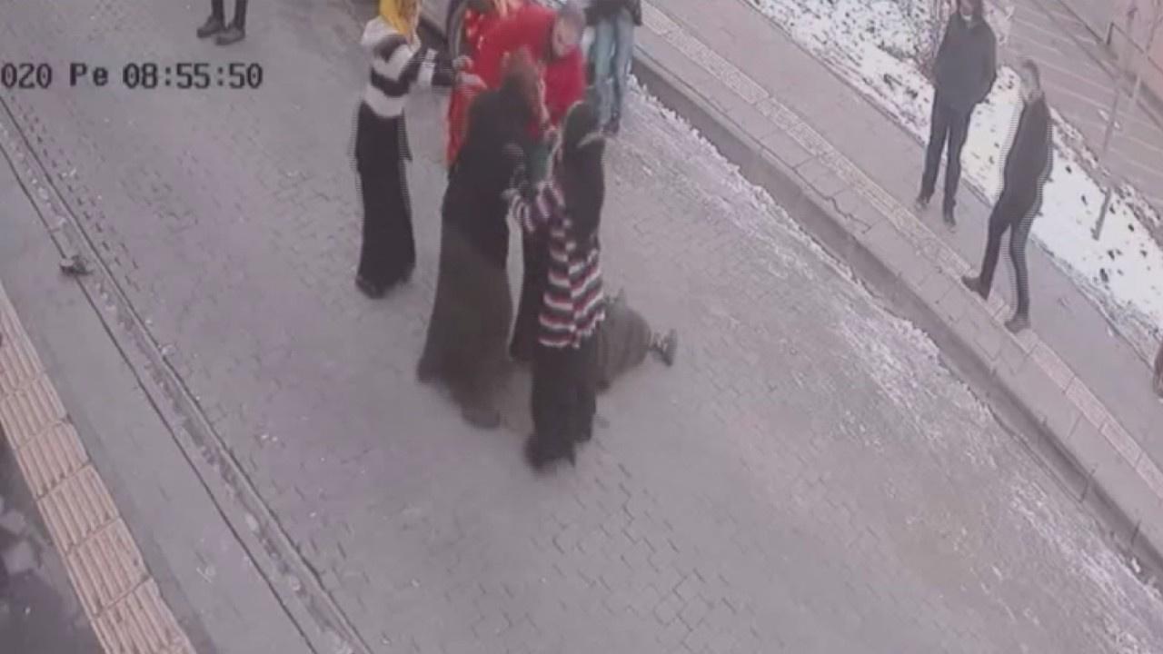 Suriyeli kadınların sokak kavgası kamerada