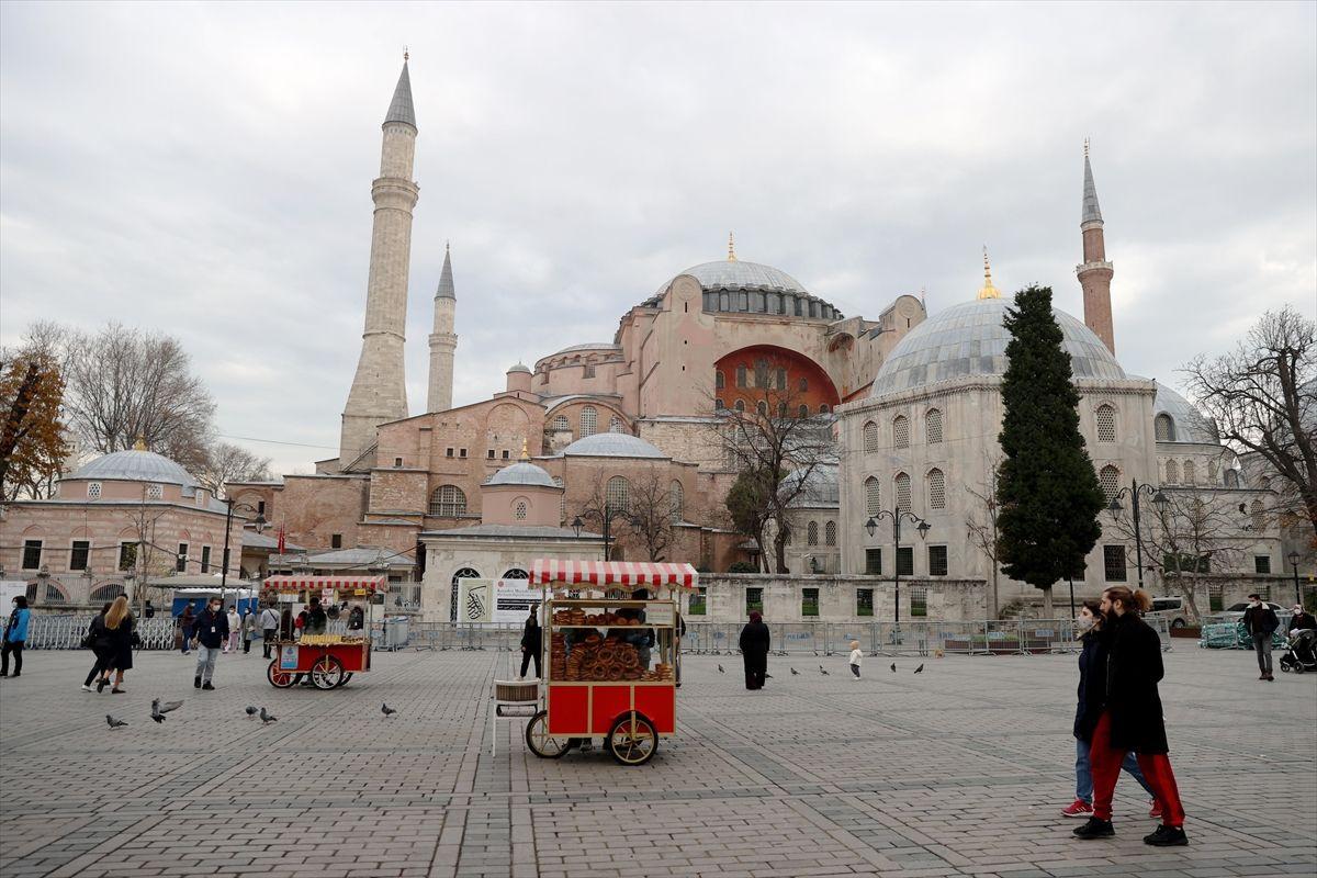 Hafta sonu kısıtlamasında turistlerin İstanbul keyfi - Sayfa 4