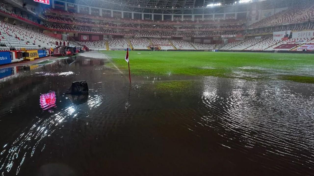 Antalyaspor - Hatayspor maçına yağmur engeli