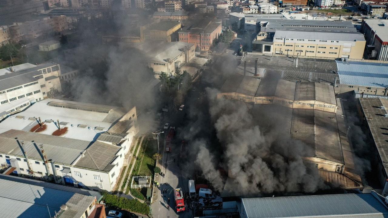 Bursa'da büyük yangın: 10 araç sevk edildi