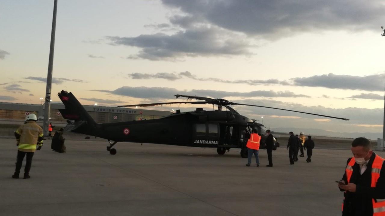 Askeri helikopterin pervanesi direğe çarptı