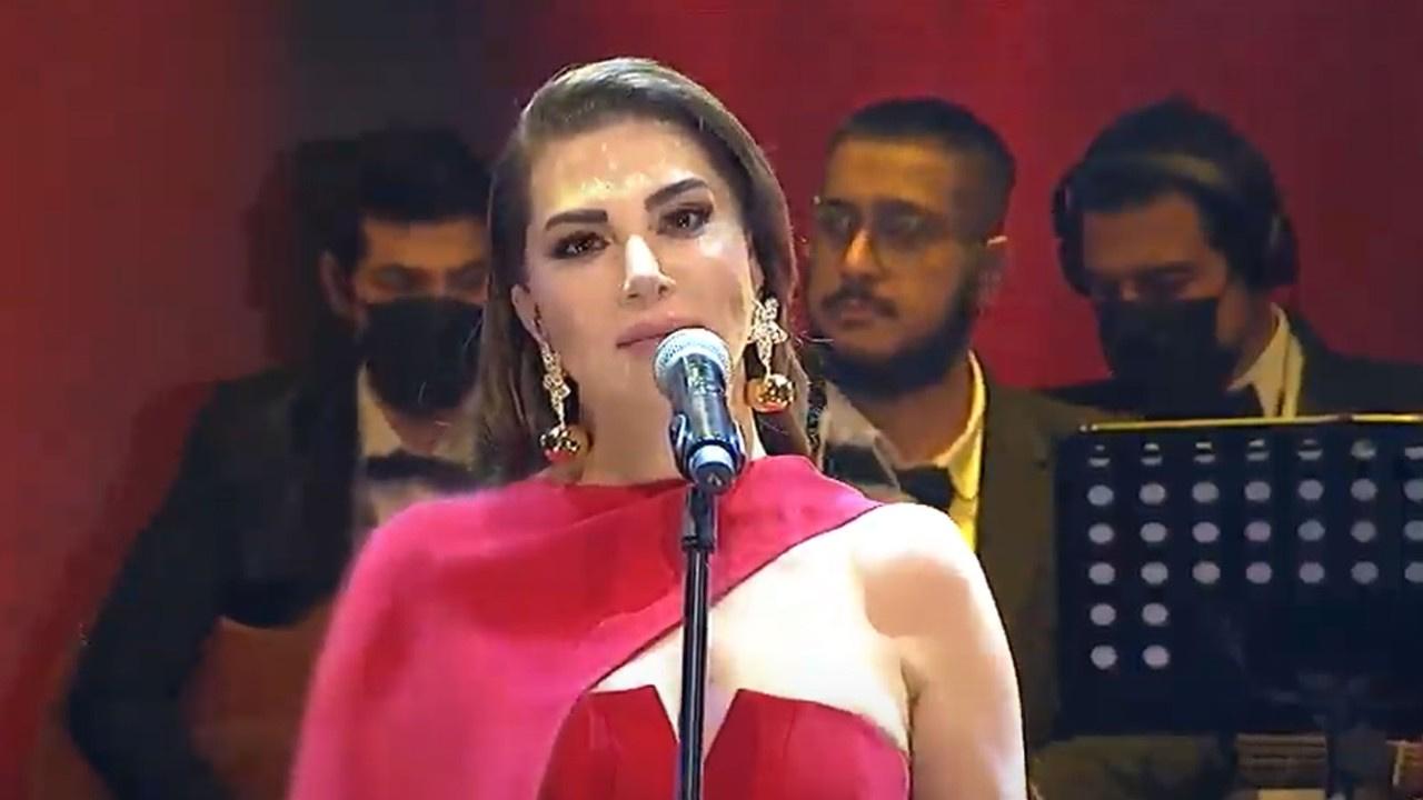 Ebru Yaşar'dan yılbaşında müzik ziyafeti