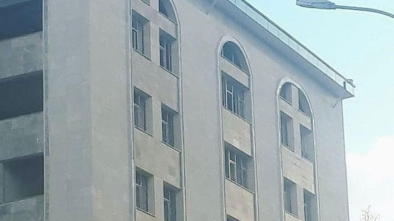 Müftülük binasında haç işareti iddiası olay oldu
