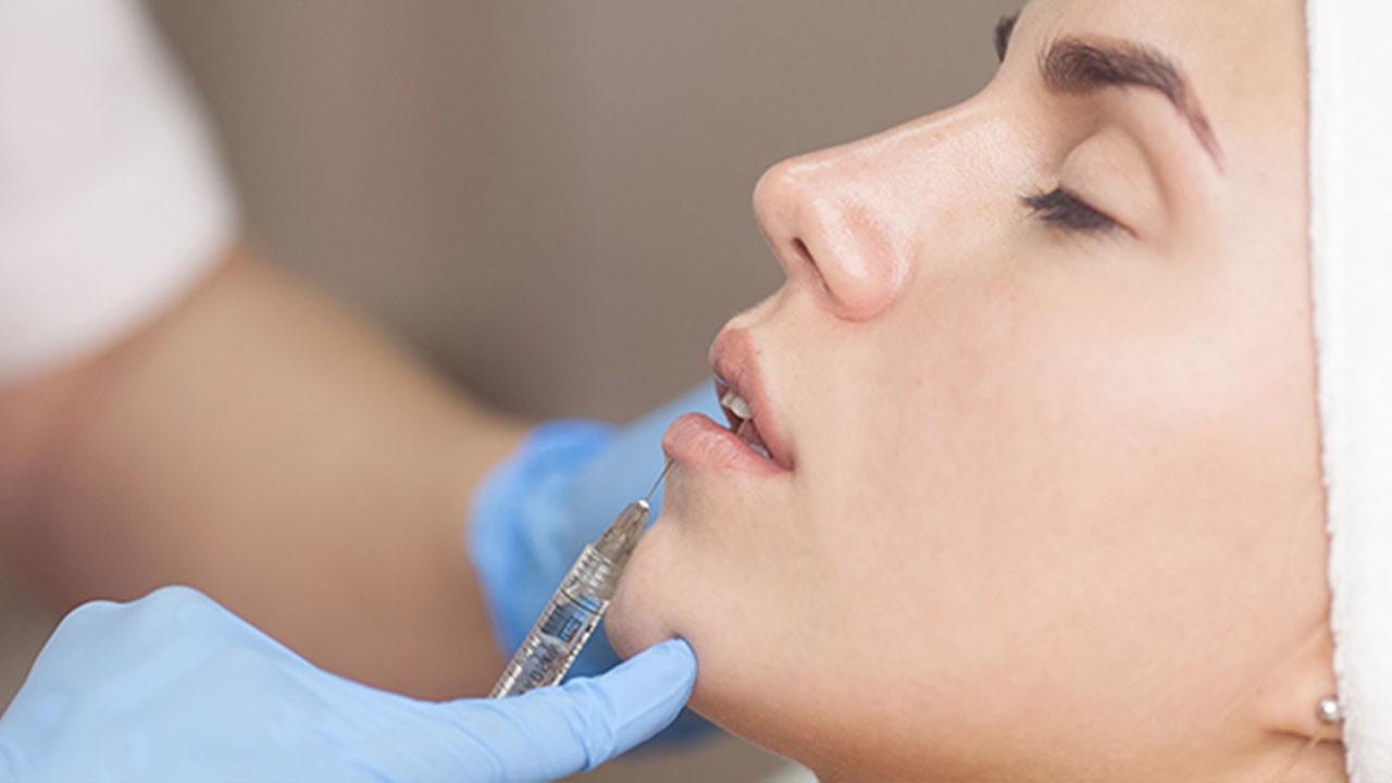 Yüz dolgusu Kovid-19 aşısı olmayı engelliyor mu?