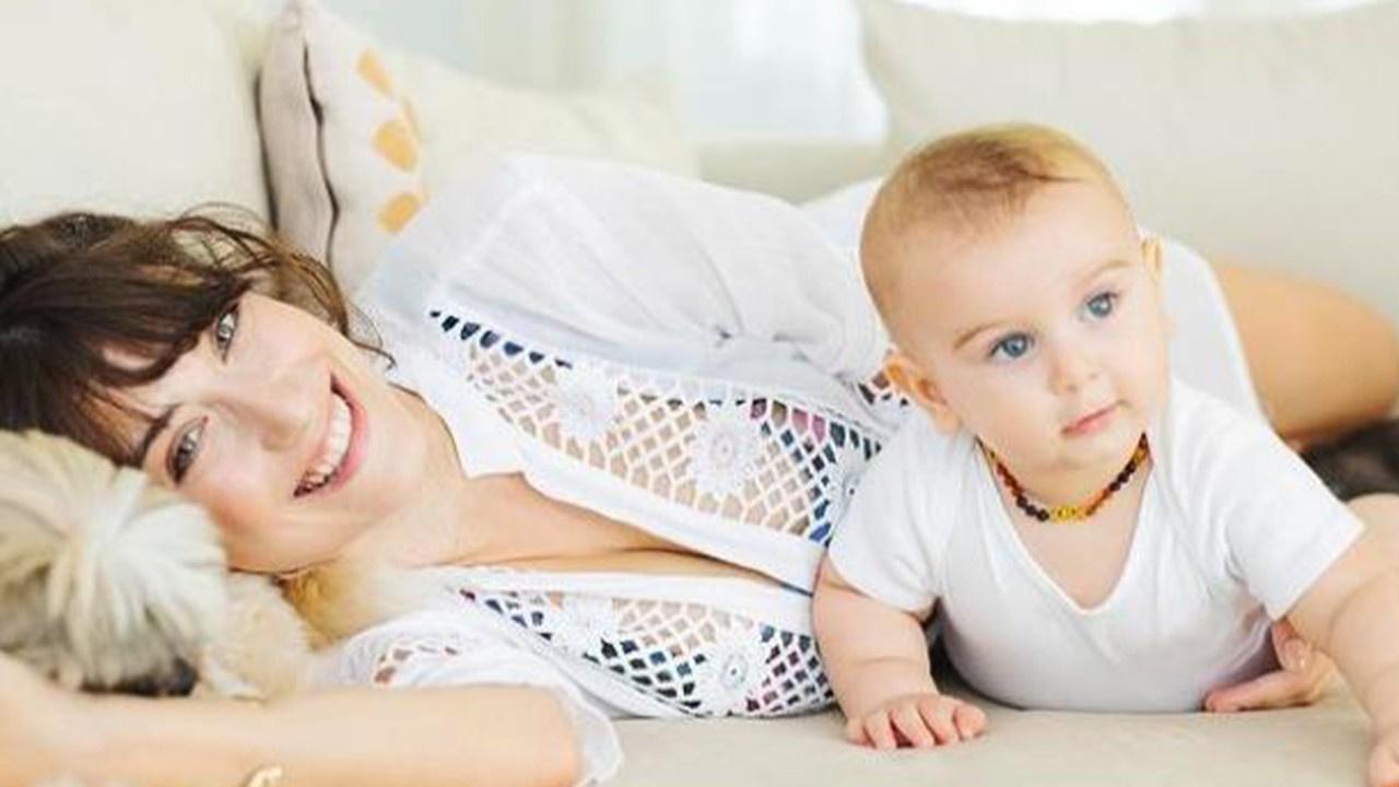 Hazal Kaya hasta bir bebeğe süt annelik yaptı