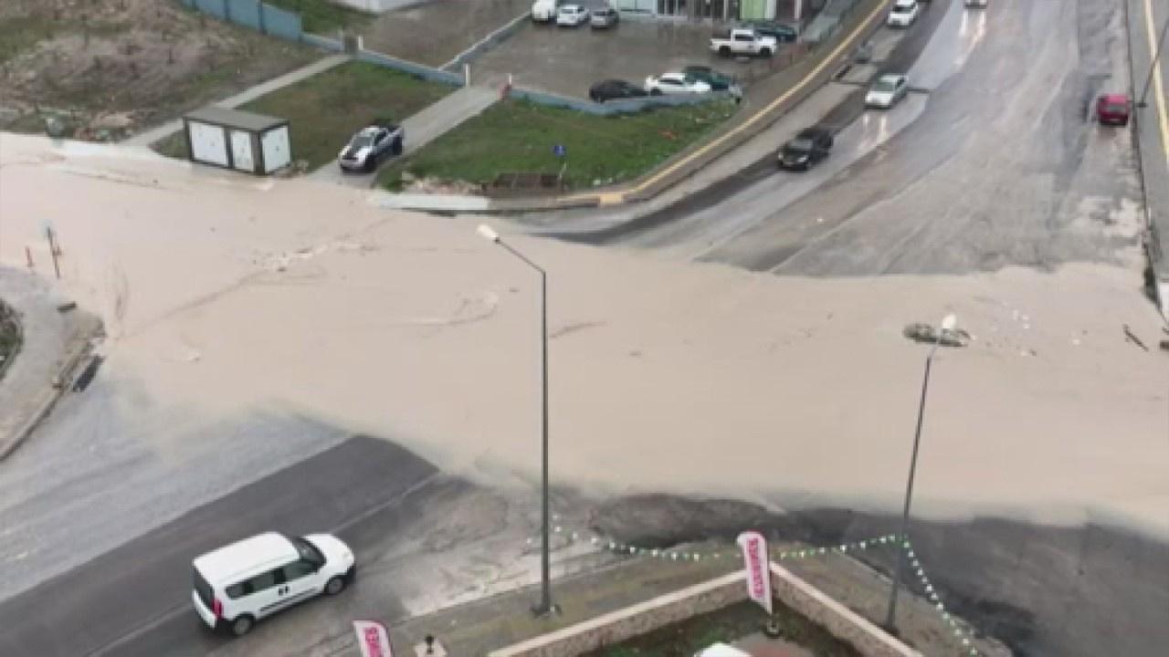 Edirne'de dere taştı, yollar sular altında kaldı