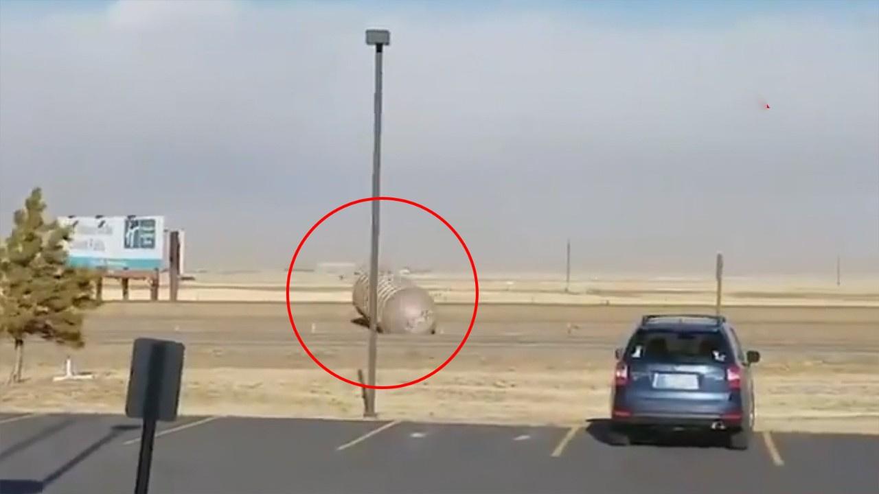 Sürüklenen dolu yakıt tankı trafikte panik yarattı