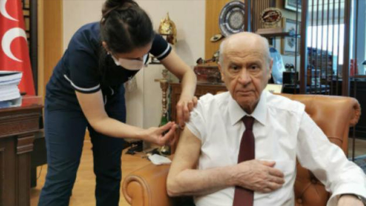 MHP lideri Bahçeli Kovid-19 aşısı yaptırdı!