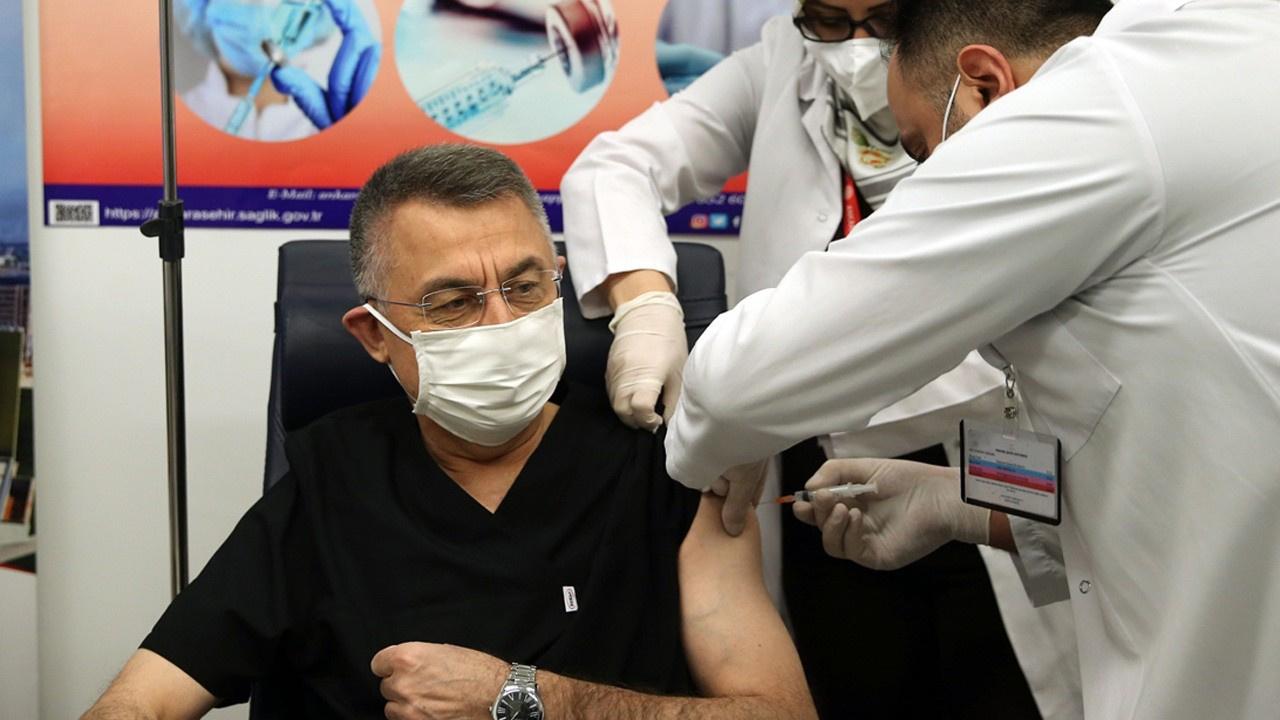 Fuat Oktay Kovid-19 aşısı yaptırdı!