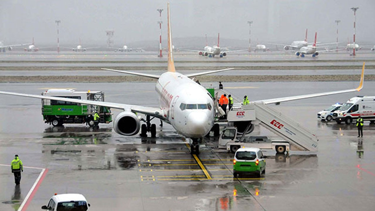 İstanbul Havalimanı'na acil iniş yaptı!