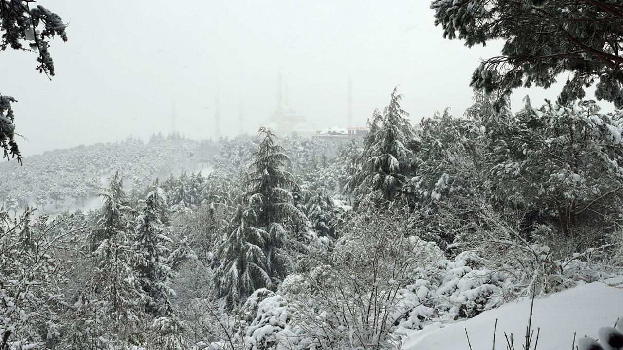 İstanbul'da kar etkisini artırdı!