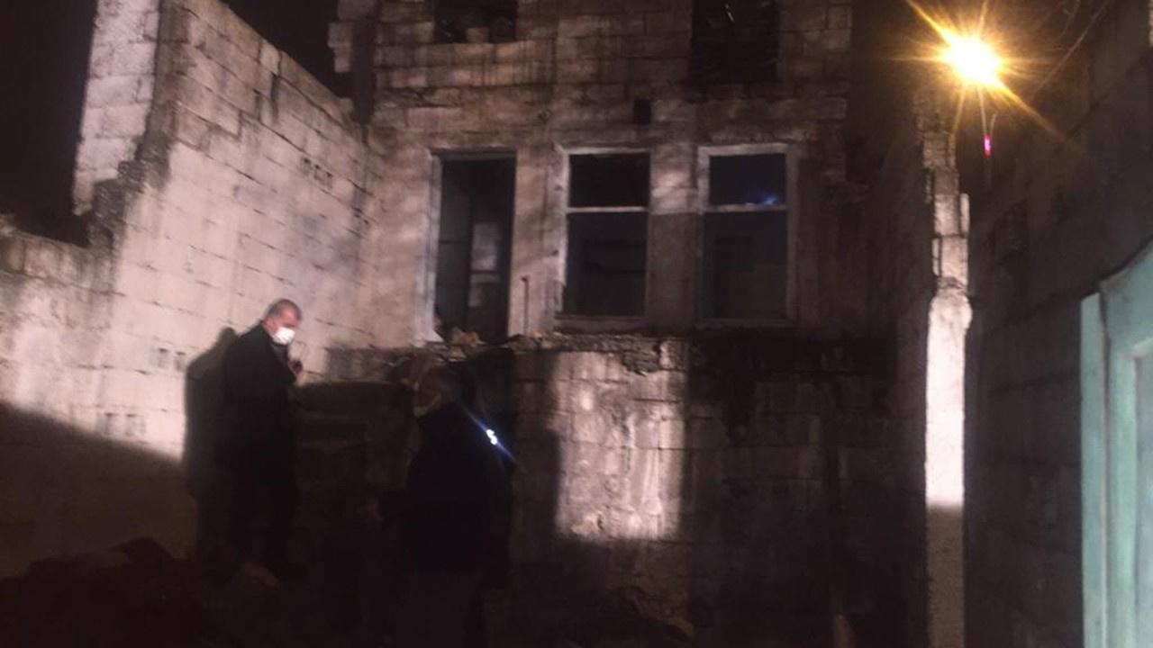 2 katlı metruk bina çöktü: 3 kişi yaralı