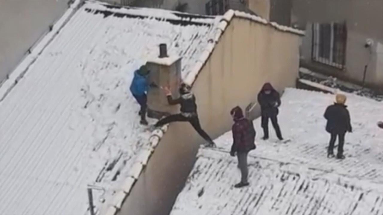 Çocukların korkutan kartopu oyunu kamerada