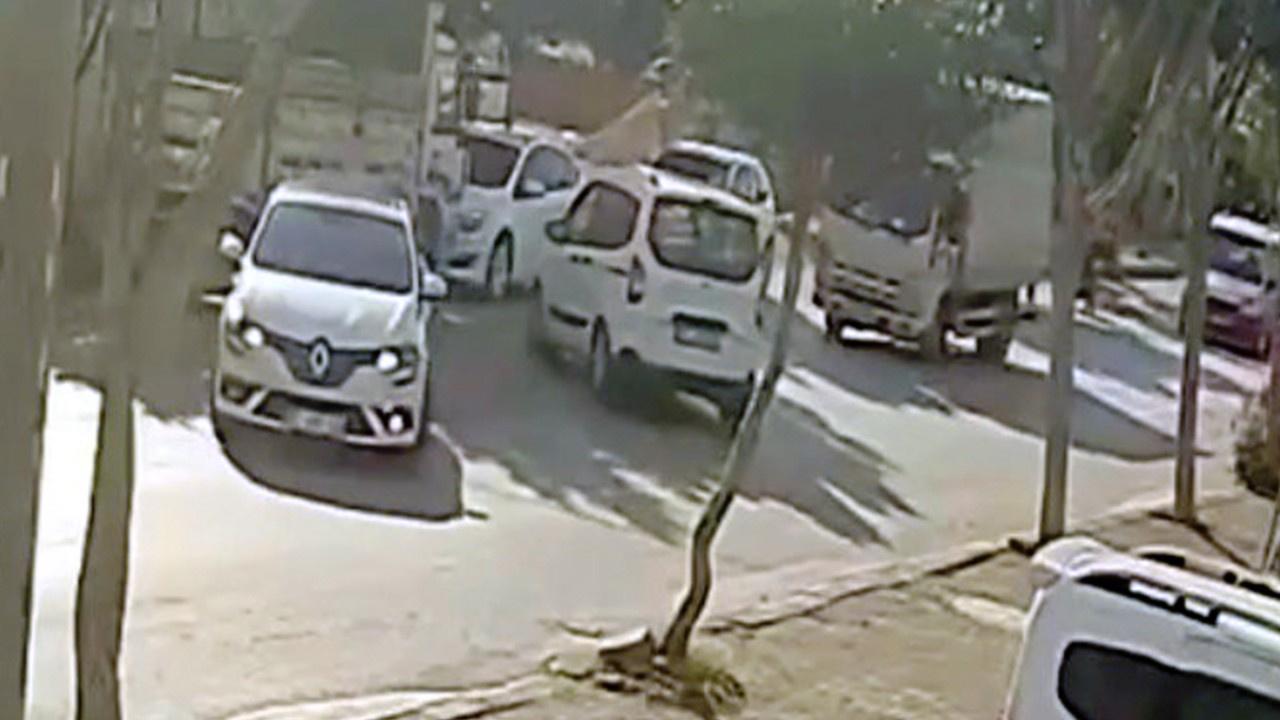 El freni çekilmeyen araç trafiği birbirine kattı