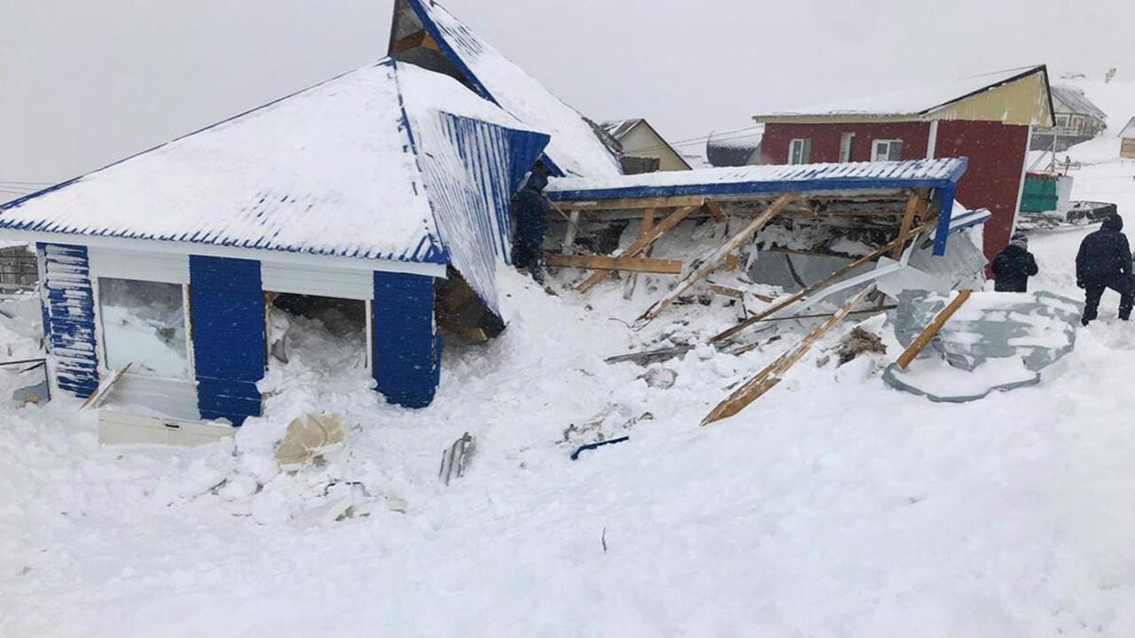 Kayak merkezine çığ düştü: 1 ölü, 12 kayıp