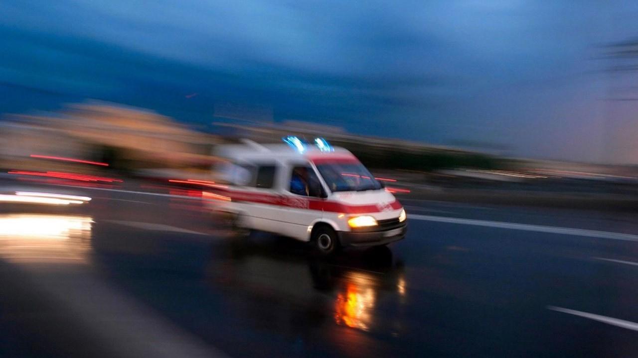 Feci kaza: Yolcu otobüsü otomobille çarpıştı