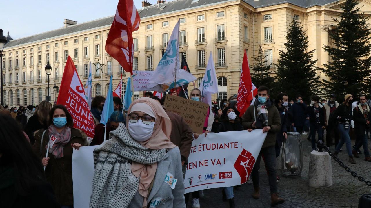 Üniversite öğrencilerinden büyük protesto