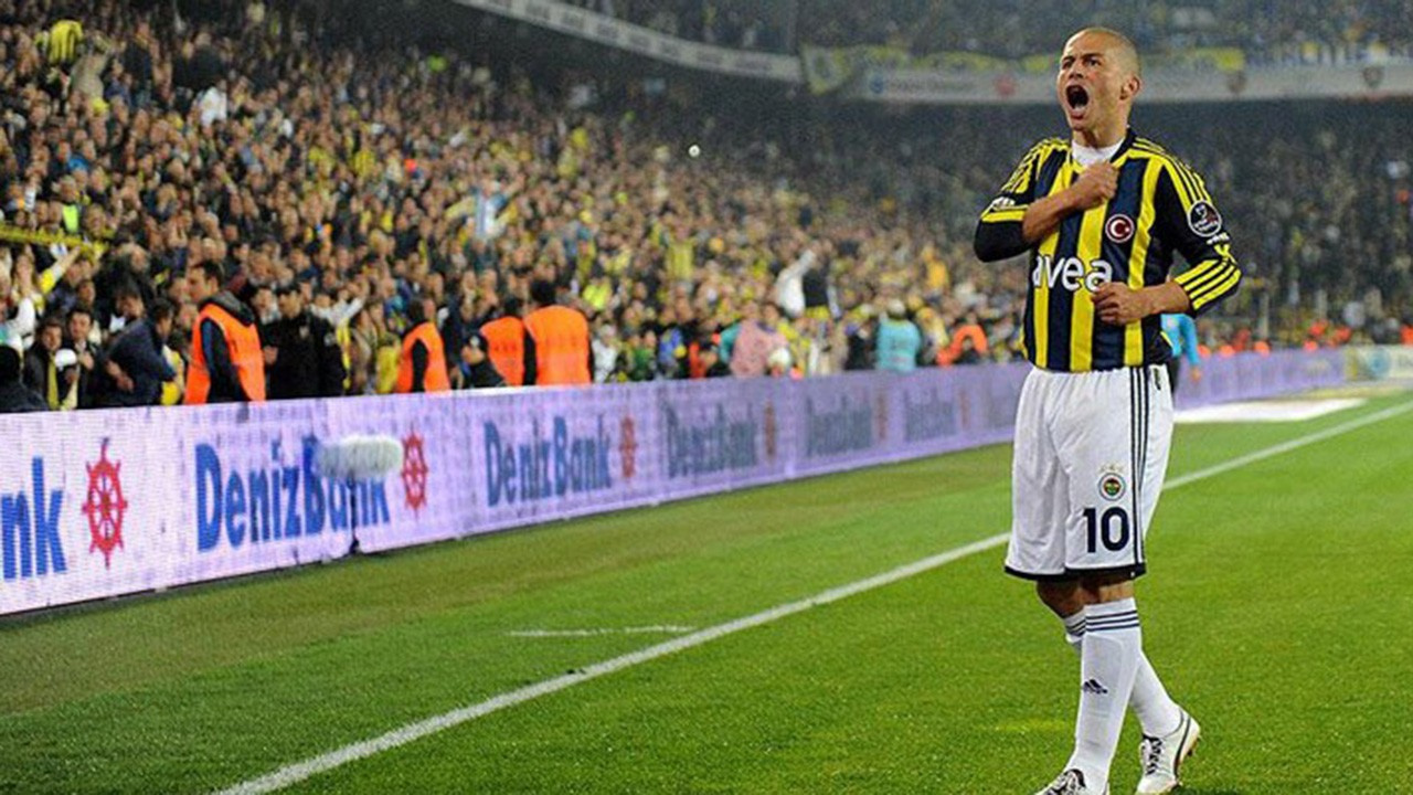 Fenerbahçeli Alex'ten Mesut Özil'e mesaj