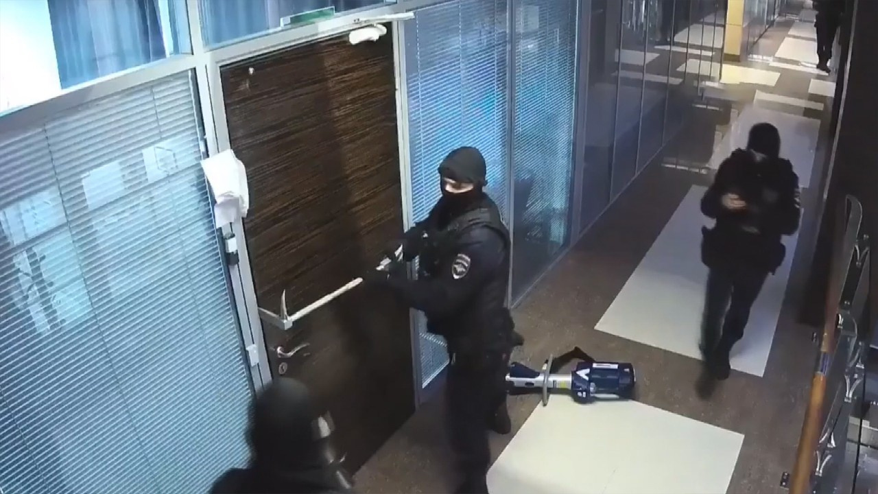 Navalni'nin evi ve ofislerine polis baskını