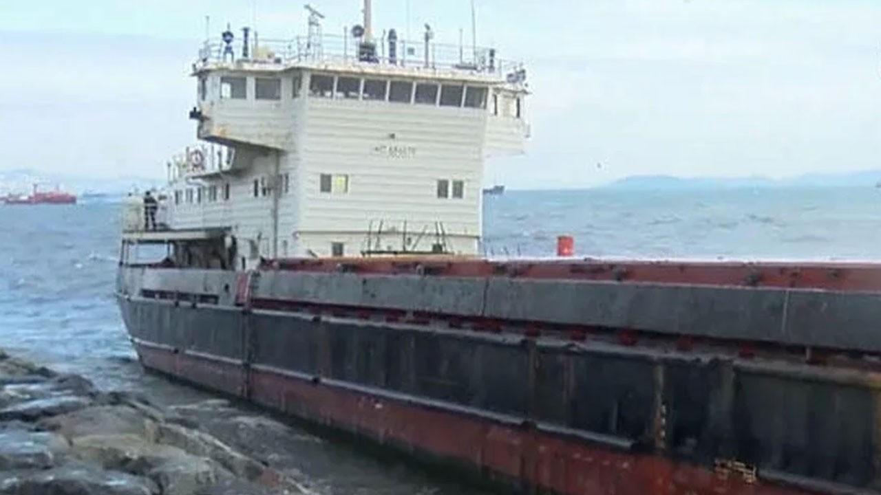 Zeytinburnu'nda gemi karaya oturdu!