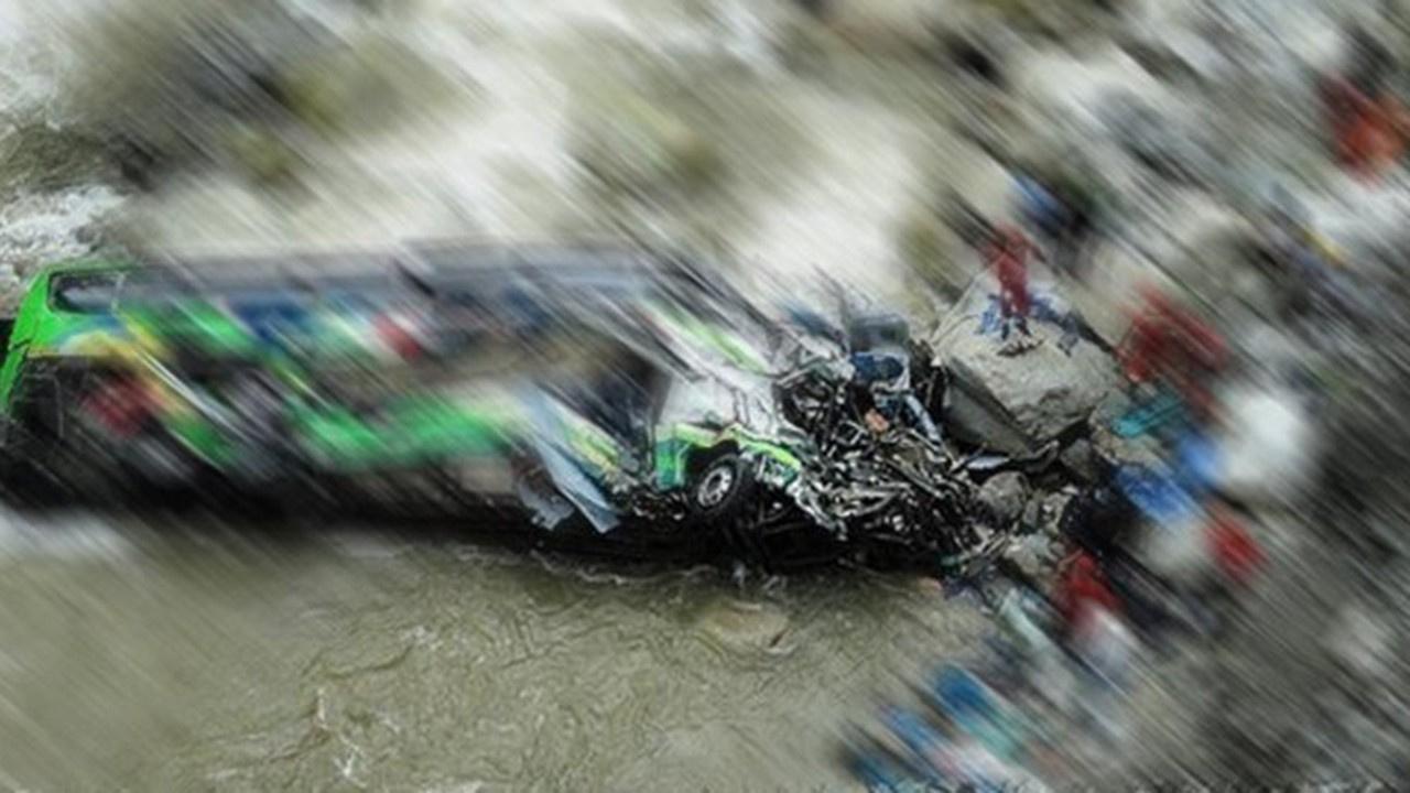 O ülkede korkunç kaza: Otobüs uçuruma uçtu 24 ölü