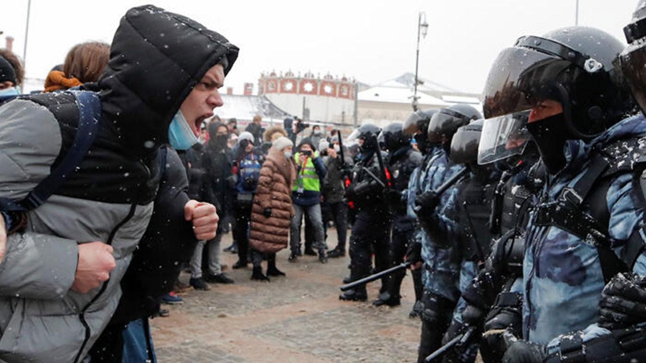 Rusya'da Navalnıy gerginiliği! 1643 gözaltı