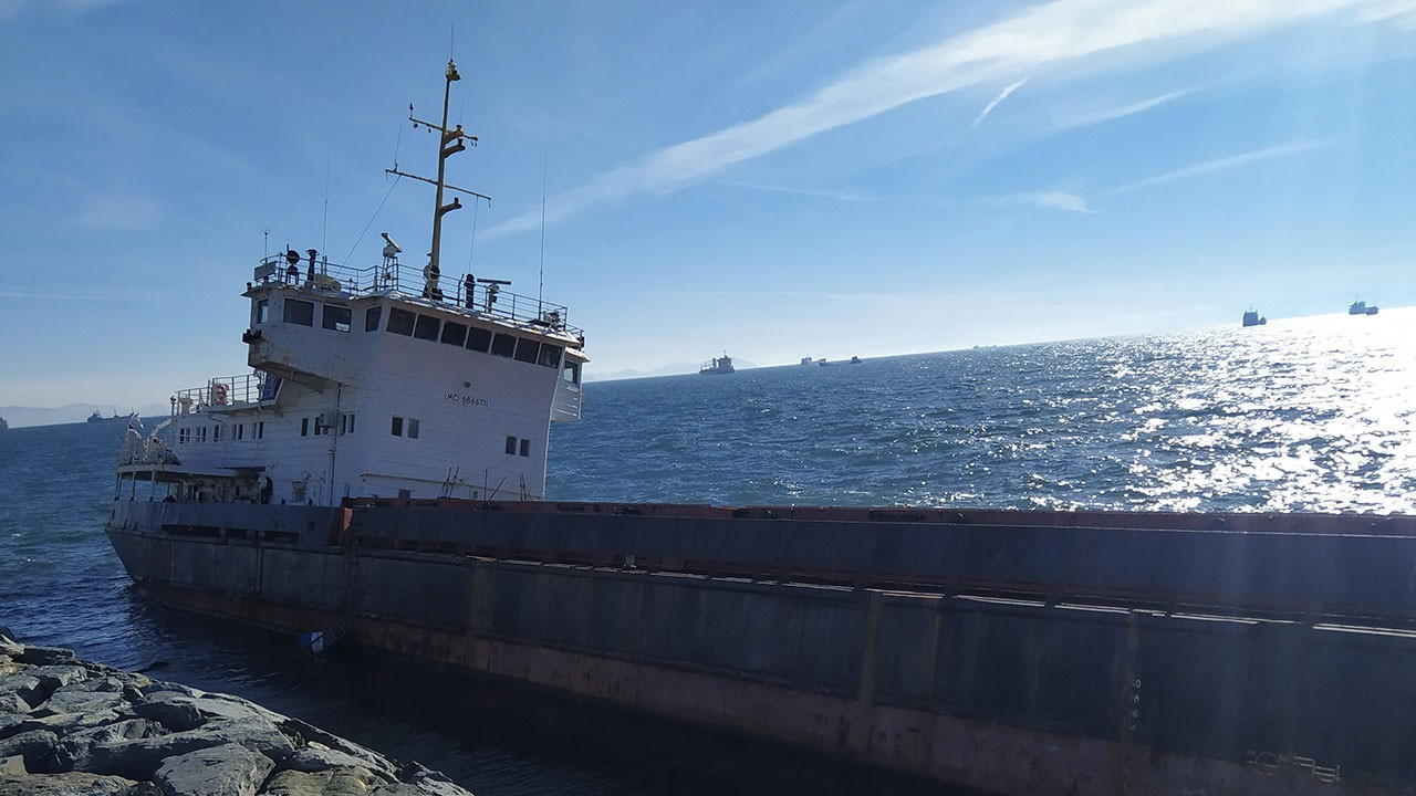 Karaya oturan geminin bekleyişi sürüyor