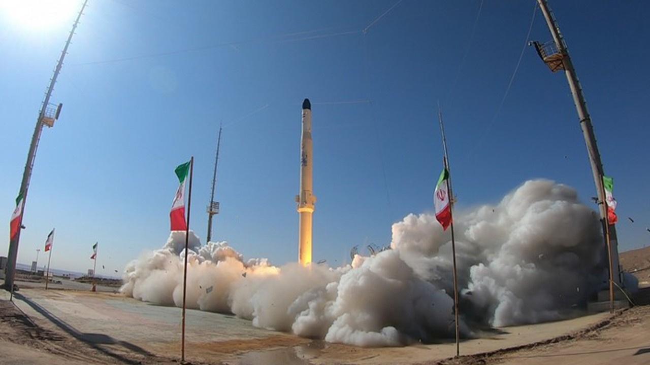 İran'dan uydu taşıyıcı roket denemesi