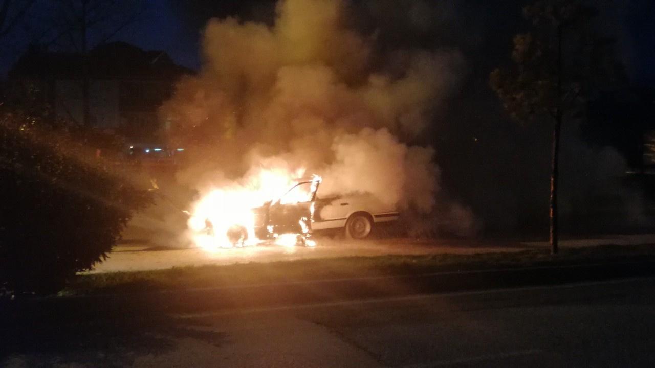 Otomobil seyir halindeyken alev topuna döndü