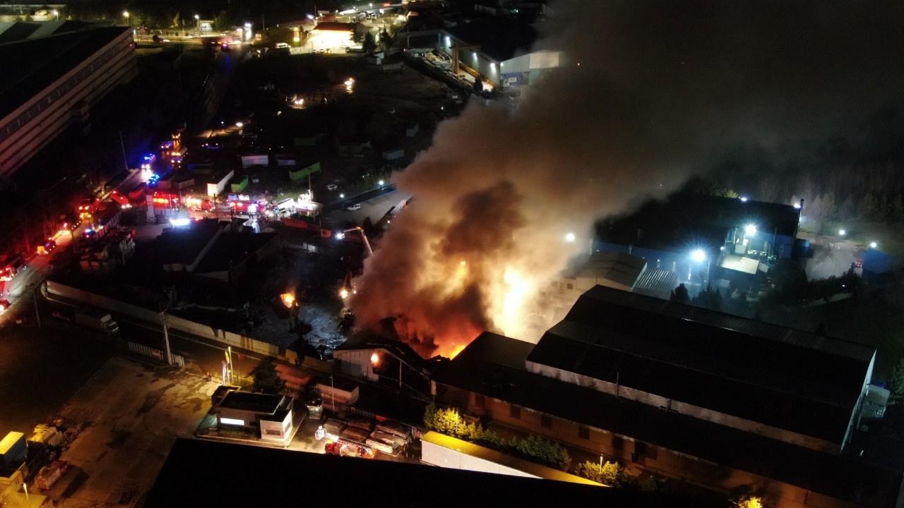 Duman kenti kapladı... Fabrikada büyük yangın