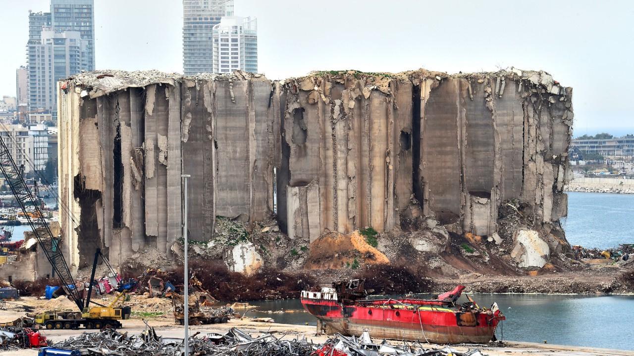 Beyrut Limanı'nın enkazı hâlâ kaldırılamadı
