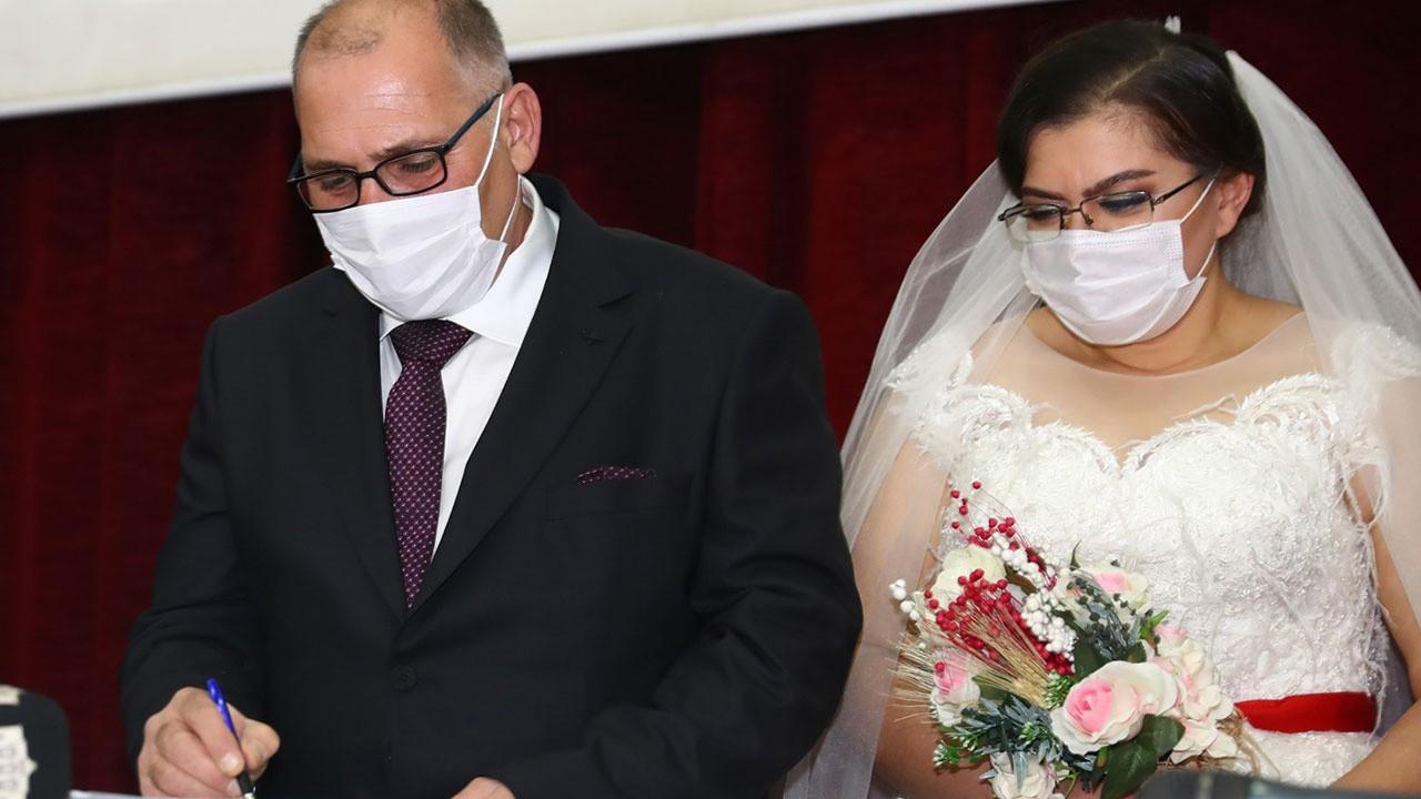 Pandemide sığındıkları otelde tanışan çift evlendi