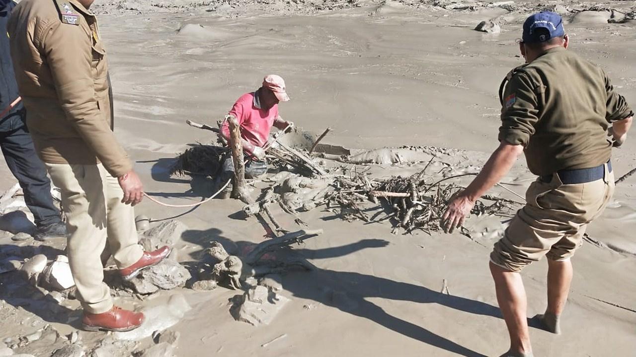 Hindistan'da sel felaketinde 125 kişi kayıp