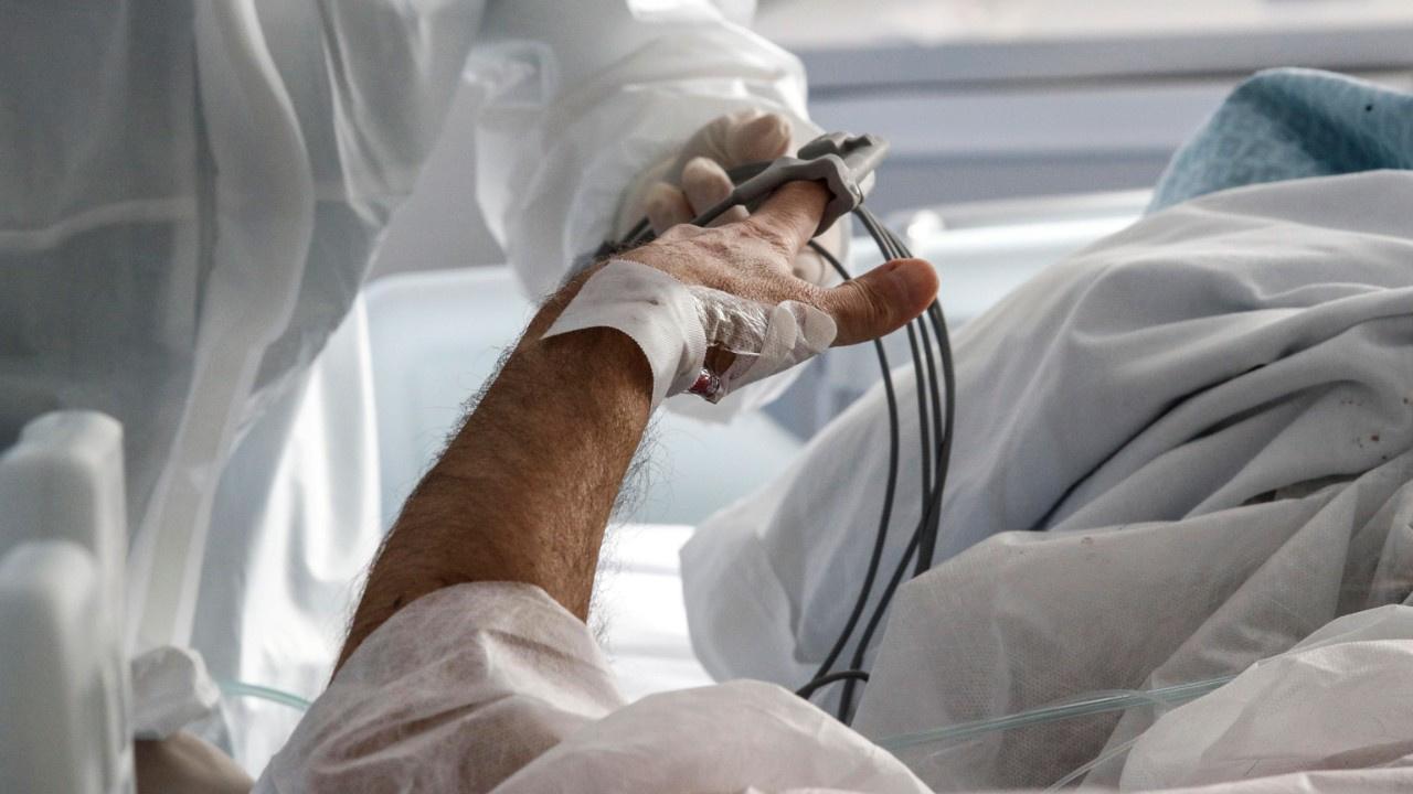 ABD'de koronavirüs ölümleri 500 bine yaklaşıyor