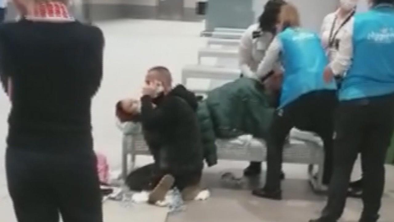 Uçaktan inen yolcu havalimanında doğum yaptı