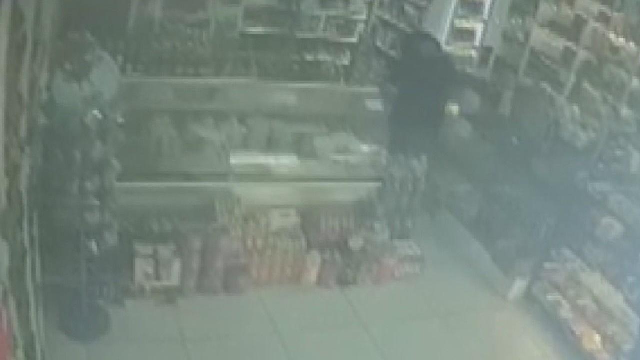 Müşteri olarak girdiği marketin sahibini bıçakladı