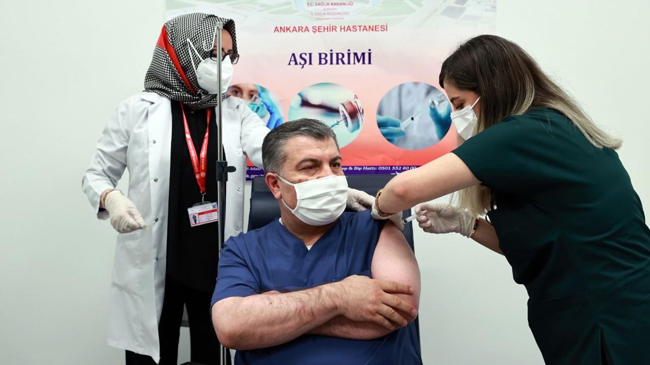 Bakan Koca 2. doz aşısının yapıldığını paylaştı